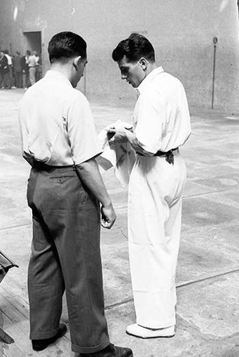 Barbero y Lechuga. 1954. Frontón Astelena. Fondo Plazaola